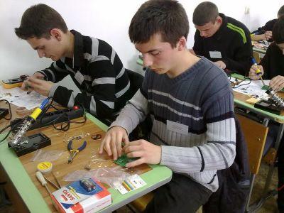 Училищен, регионален и национален кръг на националното състезание по приложна електроника Мога и зная как 2012г.   - Изображение 1