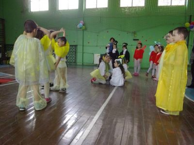 Пролетен карнавал с маски - ПГМЕТ Девети май - Червен бряг
